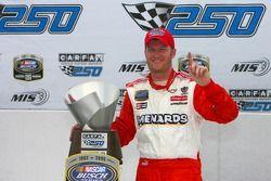 Voie de la victoire: le vainqueur Dale Earnhardt Jr.