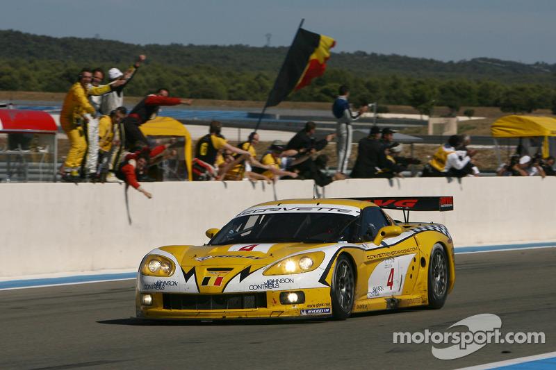 La voiture vainqueur de la course #4 GLPK-Carsport Corvette C6R: Bert Longin, Anthony Kumpen, Mike Hezemans