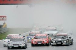 Start: Bruno Spengler takes the lead in front of Jamie Green, Bernd Schneider and Christian Abt