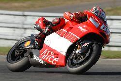 Loris Capirossi tests the new 800cc Ducati Desmosedici