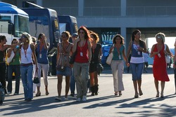 The Formula Unas girls arrive at the track