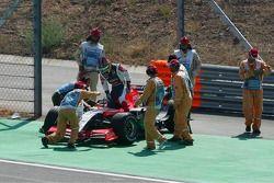 Start crash: Tiago Monteiro