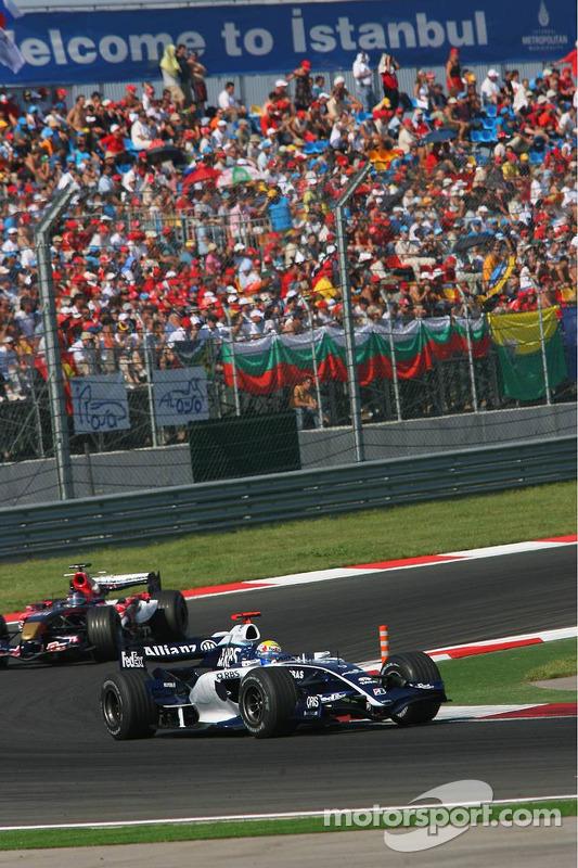 Mark Webber devant Scott Speed