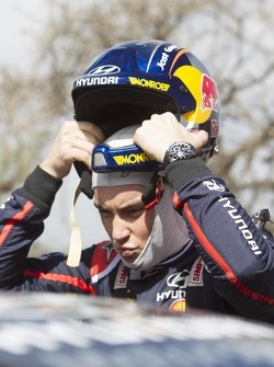 Thierry Neuville, Hiunday Shell World Rally Team