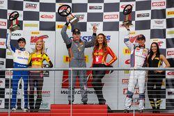GT Cup : le vainqueur Colin Thompson, Sloan Urry, Alec Udell