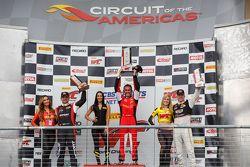 GT Race podium: racewinnaar Oliver Beretta, tweede plaats Ryan Dalziel, derde plaats Johnny O'Connel