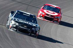 Jimmie Johnson, Hendrick Motorsports Chevrolet e Kyle Larson, Ganassi Racing Chevrolet