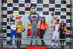 GT-Cup-Podium: 1. Colin Thompson, 2. Sloan Urry,3. Alec Udell