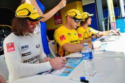 Autograph session, James Thompson, LADA Vesta, LADA Sport Rosneft