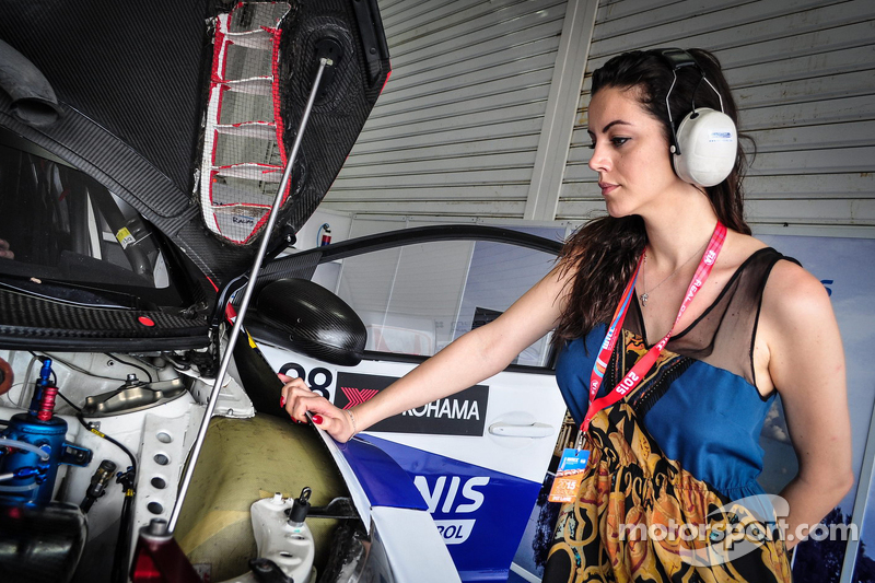 The girlfriend of Dusan Borkovic, Honda Civic WTCC, Proteam Motorsports