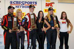 GT-A podium: le vainqueur Michael Lewis, Henrique Cisneros, Christina Nielsen