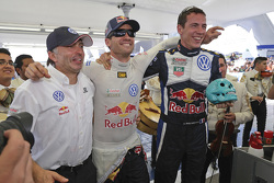 Les vainqueurs Sébastien Ogier et Julien Ingrassia, Volkswagen Polo WRC, Volkswagen Motorsport et leur team manager Jost Caputo