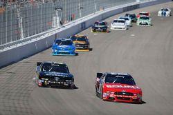 Chris Beuscher, Roush Fenway Racing 福特,和Darrell Wallace Jr., Roush Fenway Racing 福特