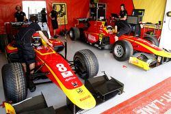 Le garage Racing Engineering de Jordan King et Alexander Rossi