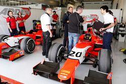 Le garage Arden Racing d'Andre Negrao et Norman Nato