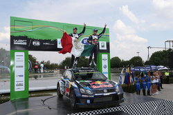 Les vainqueurs Sébastien Ogier et Julien Ingrassia, Volkswagen Polo WRC, Volkswagen Motorsport
