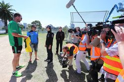 Sergio Perez, Sahara Force India F1 Team, plays cricket in Albert Park with Australian International