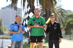 Sergio Perez, Sahara Force India F1 Team, plays cricket in Albert Park with Australian Internationals Brad Hodge and John Hastings