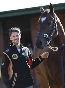 Romain Grosjean, Lotus F1 Team rencontre Lankan Rupee, le cheval le plus rapide du monde