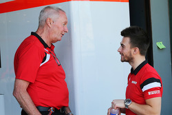 (De izquierda a derecha): John Booth, Manor F1 Team Team Principal con Will Stevens