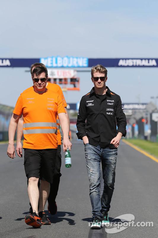 Ніко Хюлкенберг, Sahara Force India F1 йде по треку з Бредлі Джойс, Sahara Force India F1 гоночний і