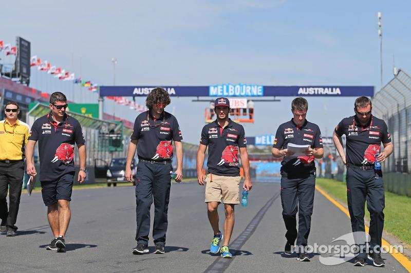 Carlos Sainz Jr., Scuderia Toro Rosso camina en el circuito
