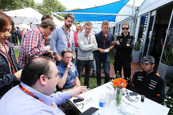 Sergio Perez, Sahara Force India F1 avec les médias