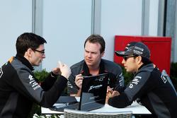 Sergio Perez, Sahara Force India F1, avec Tim Wright, ingénieur de course du Sahara Force India F1 Team