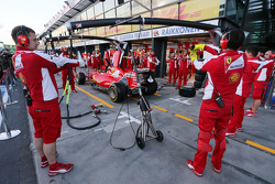 Ferrari s'entraine aux arrêts aux stands