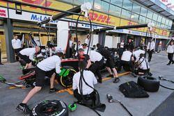 McLaren practices a pit stop