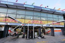 Le garage Sahara Force India F1 Team