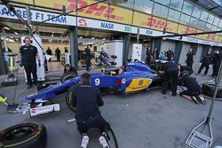 Sauber F1 Team s'entraine aux arrêts aux stands