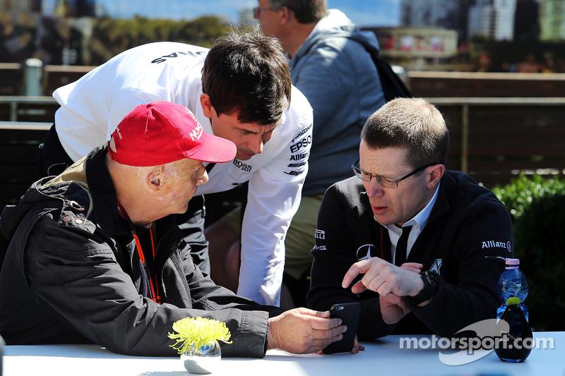 Niki Lauda, Aufsichtsratsvorsitzender Mercedes AMG F1, mit Toto Wolff, Mercedes-Sportchef