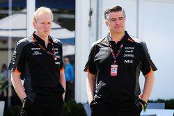 Andrew Green, Sahara Force India F1 Takımı Teknik Şefi ile Andy Stevenson, Sahara Force India F1 Tak