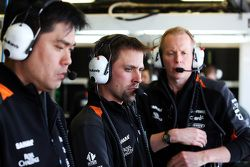 Jun Matsuzaki, Sahara Force India F1 Team Senior Tyre Engineer with Mark Gray, Sahara Force India F1