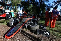 سيارة المكلارن أم.بي4-30 المتضررة التابعة لكيفن ماغنوسن، مكلارن بعد تعرضه لحادث
