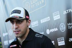 Pastor Maldonado, Lotus F1 Takımı medya ile birlikte