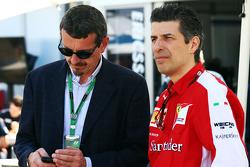 Guenther Steiner, 哈斯F1车队领队,和Claudio Albertini, 法拉利客户车队动力单元运作总监