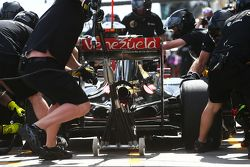 Romain Grosjean, Lotus F1 E23, práctica parada en los pits