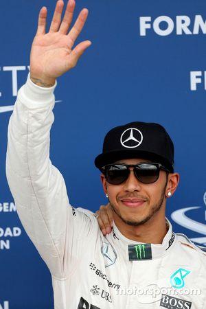 Ganador de la pole de Lewis Hamilton, Mercedes AMG F1 Team