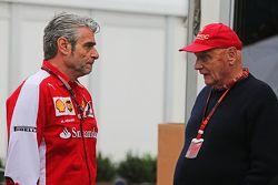 Maurizio Arrivabene, director del equipo Ferrari con Niki Lauda, Mercedes Presidente no ejecutivo