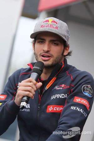 Carlos Sainz Jr., Scuderia Toro Rosso en el escenario de autógrafos