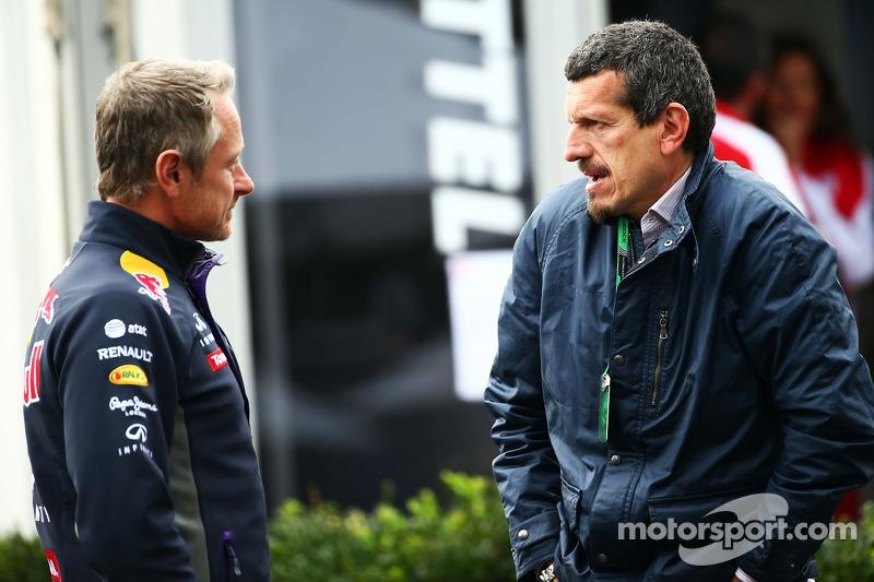 (Soldan sağa): Jonathan Wheatley, Red Bull Takım Şefi ile Guenther Steiner, Haas F1 Takım Patronu