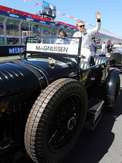 Kevin Magnussen, McLaren lors de la parade des pilotes