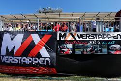 Des bannière pour Max Verstappen, Scuderia Toro Rosso