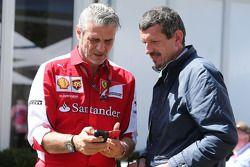 (da sinistra a destra): Maurizio Arrivabene, Team Principal Ferrari con Guenther Steiner, Direttore