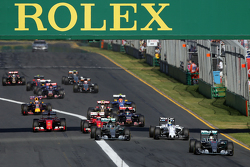 Start: Lewis Hamilton, Mercedes AMG F1 Takımı, lider