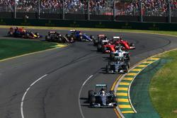 Start: Lewis Hamilton, Mercedes AMG F1, lider