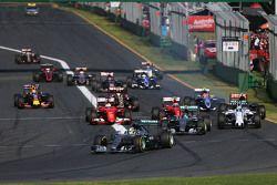 старт, Льюис Хэмилтон лидирует, Mercedes AMG