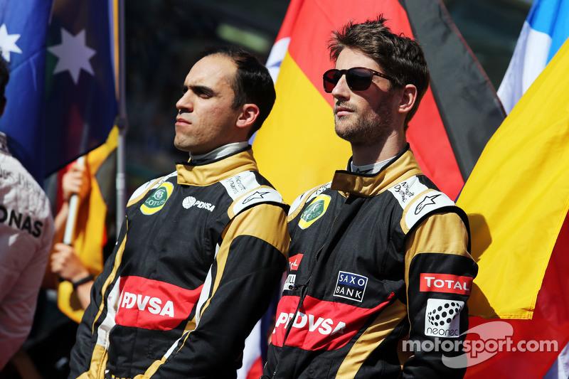 (Von links nach rechts): Pastor Maldonado, Lotus F1 Team, und Teamkollege Romain Grosjean, Lotus F1